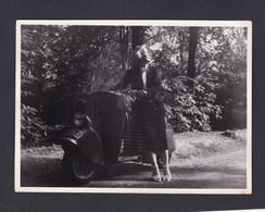 Photo Originale Vintage Jeune Femme Et Scooter Bernardet A48 ( Deux Roues Moto Arch. Janine Morand Versailles ) - Auto's