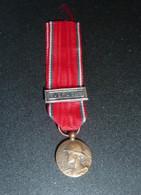 Médaille - Aux Glorieux Défenseurs De Verdun  Avec La Barrette VERDUN ( En Petite Réduction ) - Ohne Zuordnung