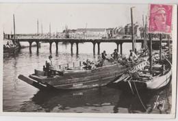 Cpsm Le Croisic (44) Le Port En 1948  Barque Guilvinec   Et Pêcheurs  Yvon 1485 - Le Croisic