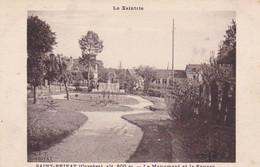 La Xaintrie St Privat Corrèze Le Monument Et Le Square  Cliché SIT - Sonstige Gemeinden