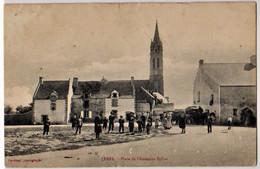 FEREL - Place De L'Ancienne Eglise - ATTELAGE, DILIGENCE - CPA Petits Défauts Sinon Bon Etat (voir Scan) - Other Municipalities