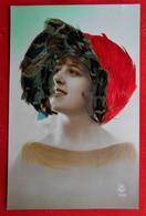 CPA Portrait De Femme - Mode Rétro Chapeau - Ajouti De Plumes - Donne