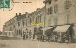 01 Thoissey, Mairie Et Rue, Groupe D'enfants Devant Le Restaurant Michelet, Affranchie 1909 - Andere Gemeenten