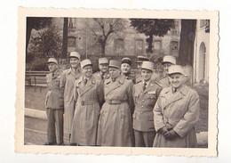 PHOTO FORMAT 7 X 10   OFFICIERS  RESPONSABLES DES DIRECTIONS DU MATERIEL   VOIR VERSO - War, Military