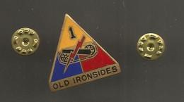 Insigne, Etats Unis , ARTILLERIE , 1 ° Old Ironsides ,Denmark New York,  2 Scans , Frais Fr 1.95 E - Other