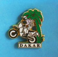 1 PIN'S  //   ** RALLYE RAID MOTOS / PARIS DAKAR ** . (© Starpin's T.S.O. 1993) - Motorfietsen