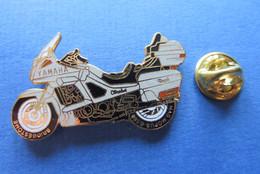 Pin's, MOTO, YAMAHA,PNEU,BRIDGESTONE,MAG. MOPUS G508,gris, Double Attache,Motorrad,Bike - Marcas Registradas