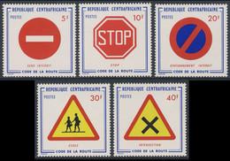Central African Republic 1975 Mi 376 /80 YT 237 /41 SG 385 /9 ** Road Signs / Verkehrszeichen / Code De La Route - Other (Earth)