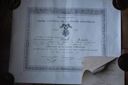 Diplôme Chevalier  De La Légion D'Honneur Daté De 1928 Et Lettre - Diplomi E Pagelle