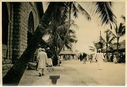 231120A - PHOTO Années 1920 - TANZANIE ZANZIBAR Une Rue Animée - Tanzania