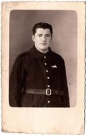 Carte Photo Studio Originale Portrait Studio Du Militaire Ou Policier Roger Petitjean ? 15.05.1940 - Correspondance Dos - War, Military