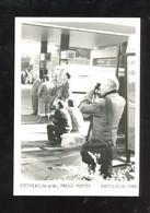Doisneau De Près Prend Photos Photo Sur Papier Baryté M Bonnel 1995 20/100 Ex. - Doisneau