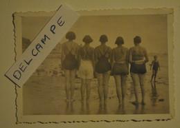 Photo Ancienne Femmes Pin Up Femmes En Maillot De Bain Fesses - Pin-up