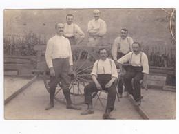 Carte Photo Ancienne à Situer Groupe 5 Hommes Agriculteurs ? Avec Charrette à La Campagne Moustaches Bretelles VOIR DOS - Vari