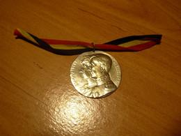 BELGIQUE  Le Roi ALBERT Et La Reine ELISABETH  Jolie Médaille De La Période De Guerre 1914 ..1918 - Other