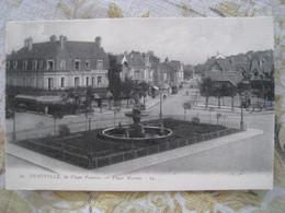CPA.  DEAUVILLE. La Plage Fleurie. La Place Morny - Deauville