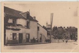 Saint-Etienne De Fursac  23   Vue Du Pont-Neuf -Café Restaurant Et Rue Et Terrasse Animée - Andere Gemeenten