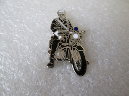 PIN'S    Moto  Police    Email De Synthèse  DEHA - Motos