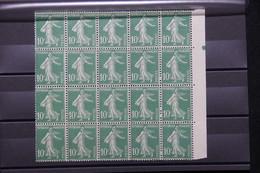 FRANCE - Variété - N° Yvert 159  - 2 Exemplaires (en Haut à Droite) Sans Signature Dans Un Bloc De 20  - L 79327 - Variétés: 1921-30 Neufs