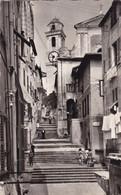 06. VILLEFRANCHE SUR MER. 2 VUES SIMILAIRES. LA RUE DE L'EGLISE. ANIMATION. ANNEES 1960 ET 1967 + TEXTE . - Villefranche-sur-Mer