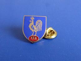 Pin's Blason écusson FFR Fédération Française De Rugby - Coq Tricolore Sportif (PK59) - Rugby