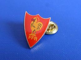 Pin's Blason écusson FFR Fédération Française De Rugby - Coq Tricolore Sportif (PK62) - Rugby