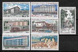 """CAMEROUN :  """"Hôtellerie""""  Poste Aérienne  N° 74 à 80 ** (cote 12,75 €) - Kameroen (1960-...)"""