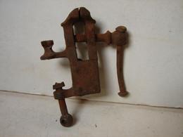 Lot. 1453. Ancien Petit étau De Bijoutier - Werkzeuge
