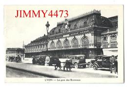 """CPA - LYON 6è Arr. 69 Rhône - La Gare Des Brotteaux ( Rue Bien Animée, Vieilles Voitures ) Edit. """" La Gitane """" - Stations - Zonder Treinen"""