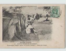 GAMBIE SAINTE MARIE DE BATHURST ... Un Perruquier Indigène Opérant Sur La Place Publique Circulée 1913 - Gambia