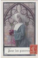 D3002 JEUNE FEMME RELIGIEUSE DEVANT UN VITRAIL - LA CHARITE - POUR LES PAUVRES - N°3394 - Frauen