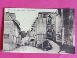 27 BEAUMONT LE ROGER ENTREE DE L ABBAYE ANIMEE ATTELAGE   / 25/11/20 - Beaumont-le-Roger