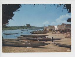 Afrique En Couleurs :  Village Lacustre  (République Populaire Du Benin ?) Cp Vierge N°5508 Hoa Qui - Benin