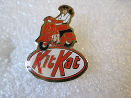 PIN'S    KIT KAT   MBK  SCOOTER - Motorfietsen