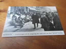 Antwerpen , Vluchtelingen Uit De Omgeving Der Stad Voor Het Ned Lyrisch Toneel - Antwerpen