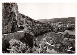 SAINT CIRQ-LAPOPIE --1961-- La Route Touristique,le Rocher Et La Lot...cachet .........à Saisir - Saint-Cirq-Lapopie