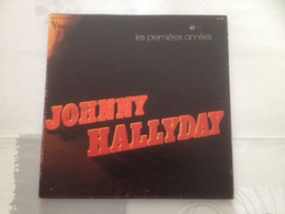 COFFRET JOHNNY HALLYDAY 3 VINYLES LES PREMIERES ANNEES P1960 P1961 ( ORIGINAL REC. BY VOGUE P.I.P MARQUE SUR COUVERCLE ) - Otros - Canción Francesa