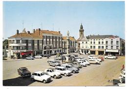 59 - BAVAY - La Grand'Place - Ed. La Cigogne N° 59.053.14 - Renault R4 Citroën 2cv Peugeot 203 Break 404 - Bavay