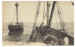 54 - DUNKERQUE - Le Ravitaillement D'un Bateau Feu - Dunkerque