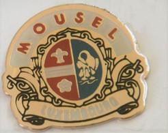 FF338 Pin's Brasserie Bière Beer De Mousel-Diekirch S.A LUXEMBOURG écusson Blason Achat Immédiat - Bierpins