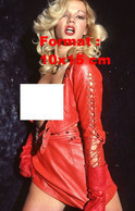 Reproduction D'une Photographie DeBrigitte Lahaie Nue Sur Une Veste En Cuir Rouge Et Jupe Courte En Cuir Rouge - Riproduzioni