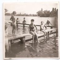 Photo Originale , Femme Et Enfants , Dim. 5.5 Cm X 5.5 Cm - Anonieme Personen