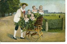 Bébés Multiples - Le Jardinier Livreur De Bébés Avec Sa Charrette - Babies