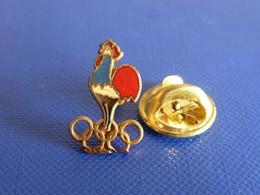 Petit Pin's Anneaux Jeux Olympiques - Coq Français Tricolore - Emblème Sport - Hauteur 1.7 Cm (PH52) - Olympic Games