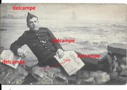 """Orginal Photo Belgian Soldier With Front Gazet """"het Vaderland"""" Camp Harderwijk Soldaat Met Frontgazet """" Het Vaderland """" - 1914-18"""