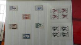 N56 Collection France De Timbres ** Dont Carnets Croix Rouge Et Bonnes Petites Valeurs ... A Saisir !! - Verzamelingen (in Albums)