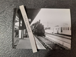 SNCF : Photo Originale J BAZIN :locomotive à Vapeur En Gare De PERPIGNAN (66) Le 20 Juin 1956 - Trains