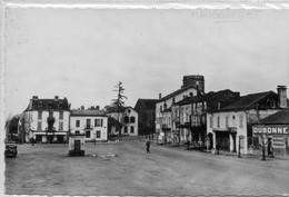 65  MAUBOURGET   Le Fond De La Place - Maubourguet
