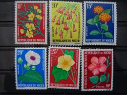 NIGER 1964-65 - Y&T N° 135, 136, 137, 138, 139 & 140 - FLEURS DIVERSES - Níger (1960-...)
