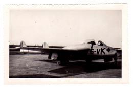 S48-020 Avion De Chasse 6-VK Sur Le Tarmac - Aviación